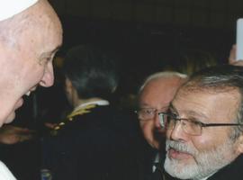 Papa Francisco conversa com Pe. João Henrique