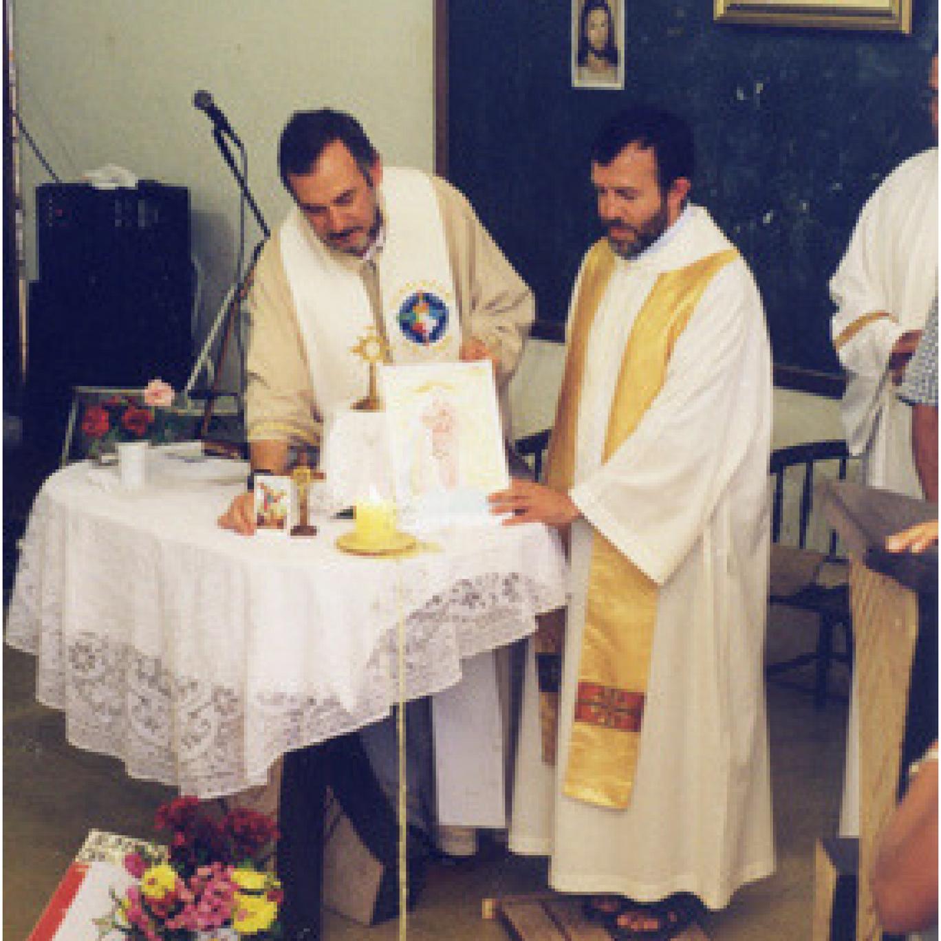 Padre Antonello e Padre Henrique em Missa de nascimento da Aliança