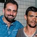 Ricardo Viola em foto com irmão de rua