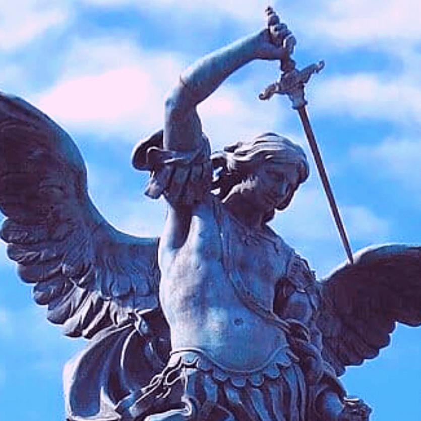 Estátua de São Miguel Arcanjo