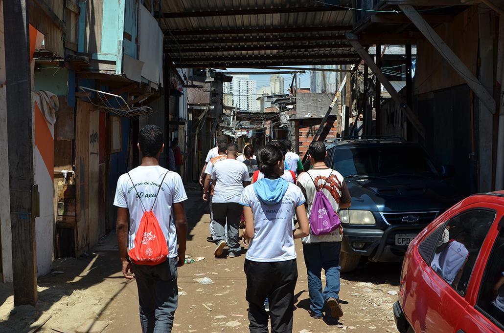 Missionários na favela do Moinho