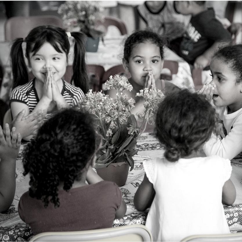 Crianças da CEI São Miguel na favela do Moinho
