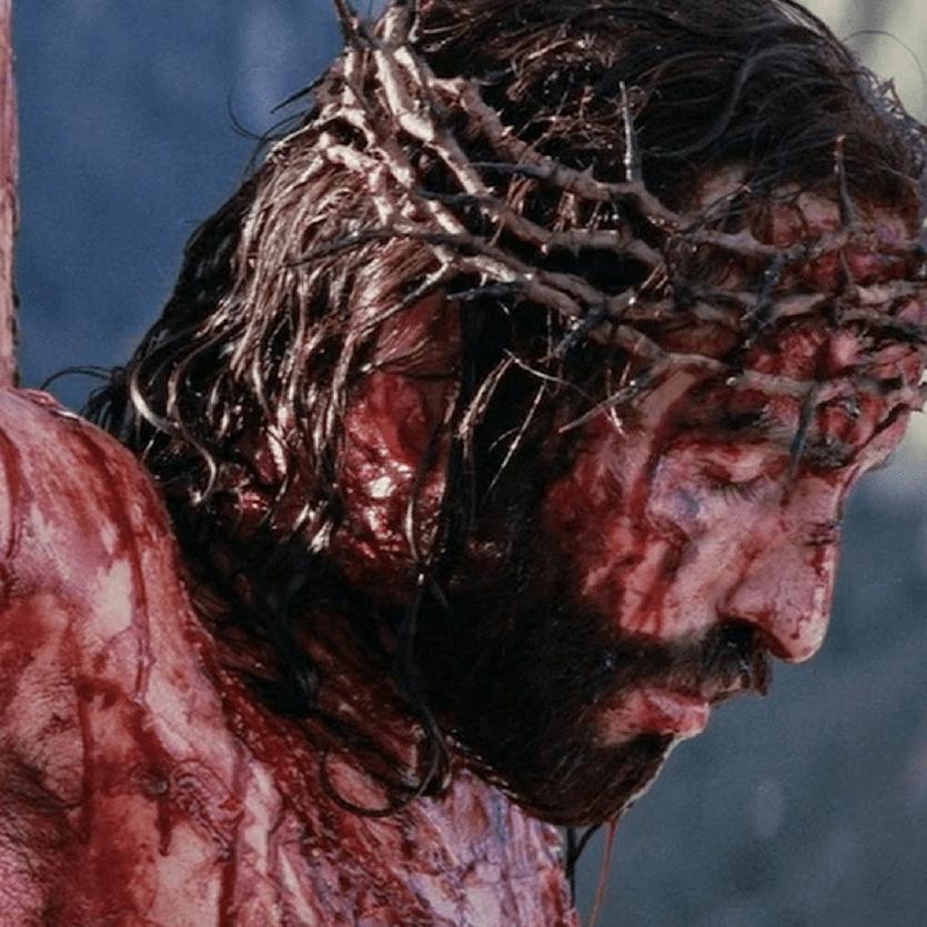 """Detalhe de Cristo crucificado no filme """"A Paixão de Cristo"""""""