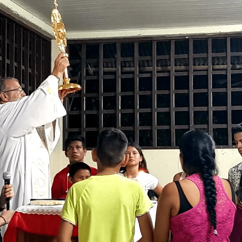 adoração ao Santíssimo no thalita kum