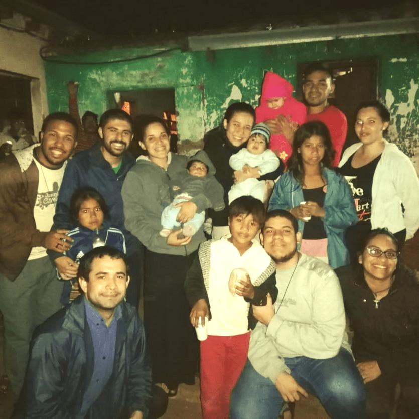 missionários com família paraguaia