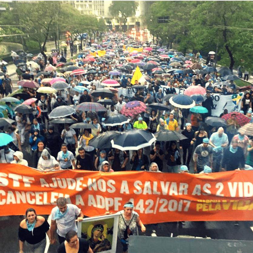 Pessoas em Marcha pela Vida