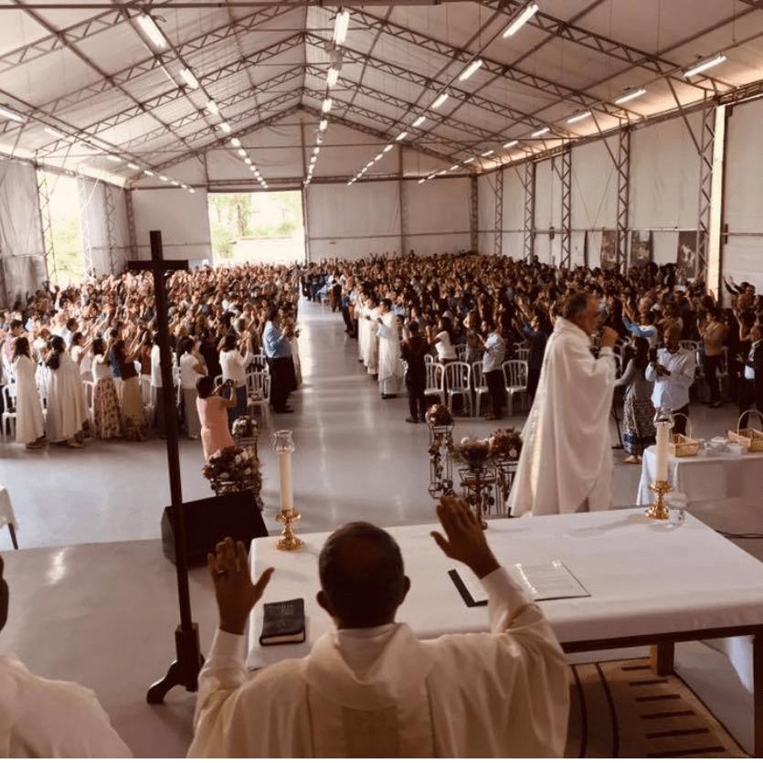 Mil pessoas na Missa dos Vínculos