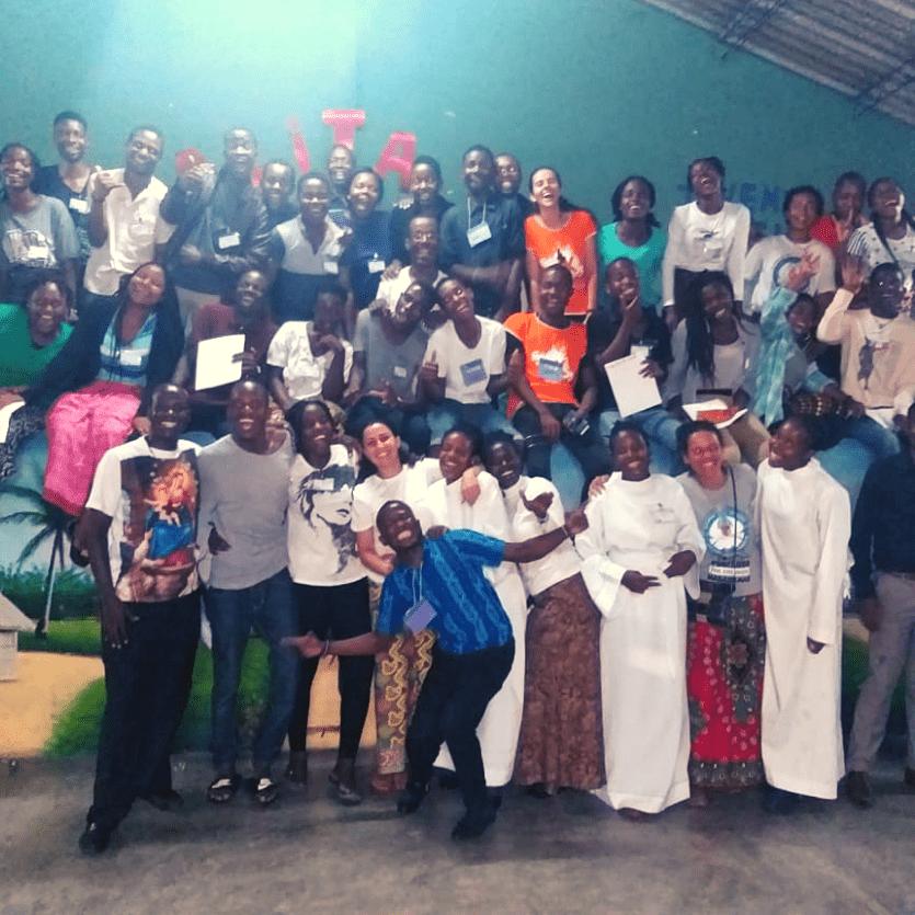 Jovens e equipe de trabalho do TK em Maputo