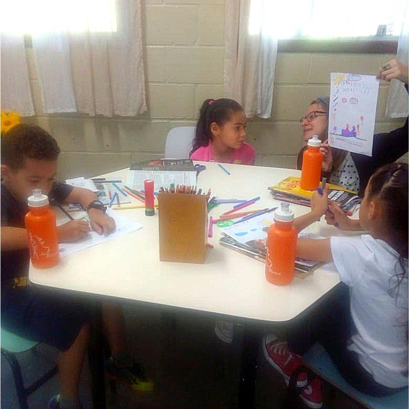 Crianças no primeiro dia de aula no ArtEscola