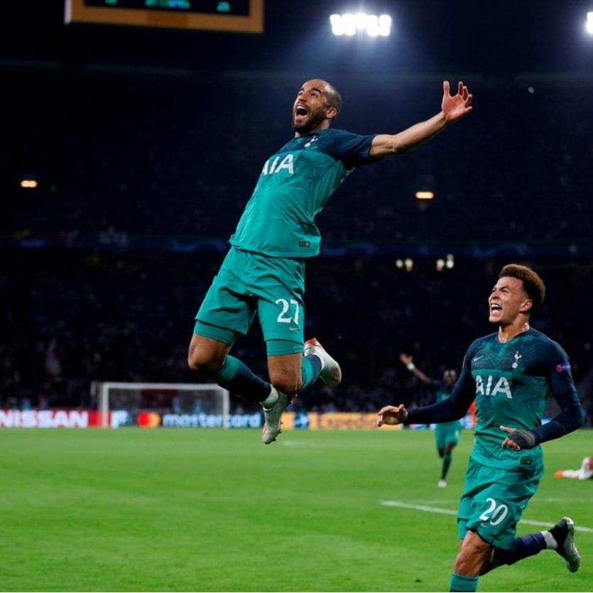 Lucas Moura comemora o gol
