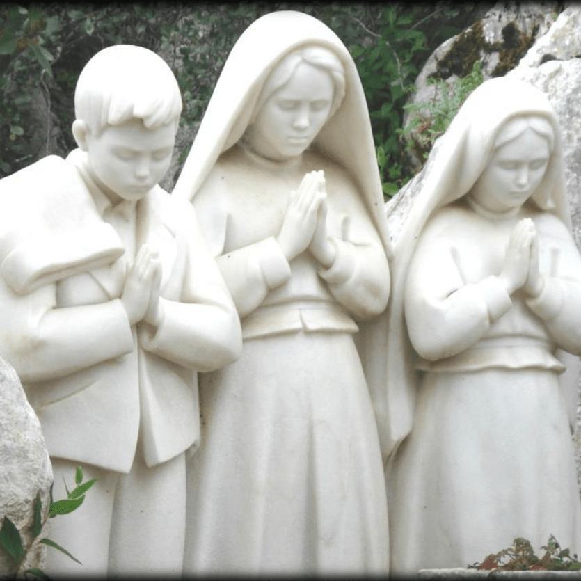 imagem em mármore dos três pastorinhos
