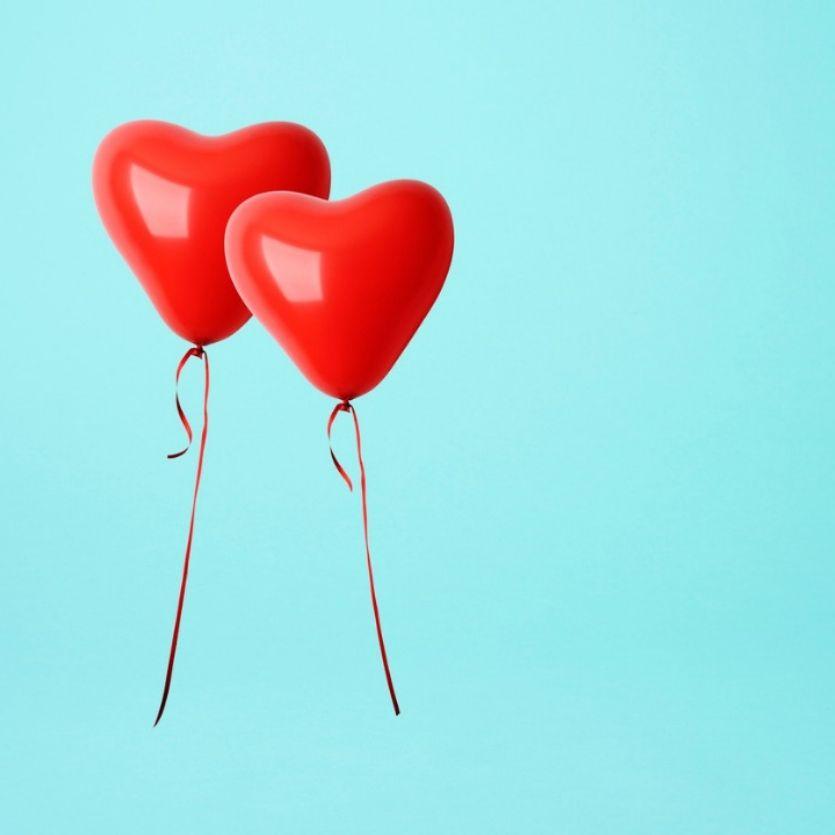 Dois balões em forma de coração